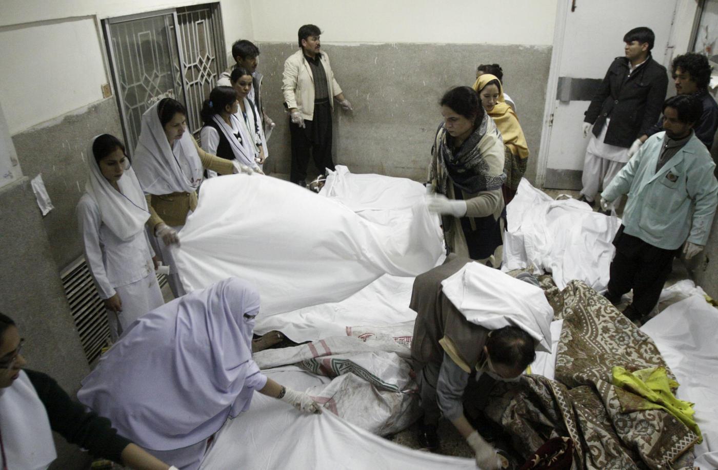 Pakistan: due morti e 7 feriti in attentato a moschea
