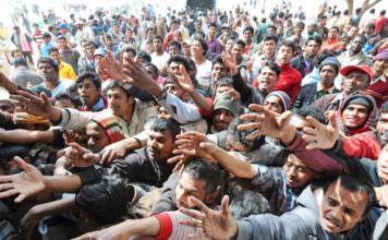 Migranti, Uk finanzierà un muro anti-immigrati a Calais