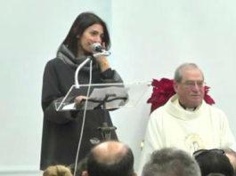 Virginia Raggi in lacrime alla messa di Natale